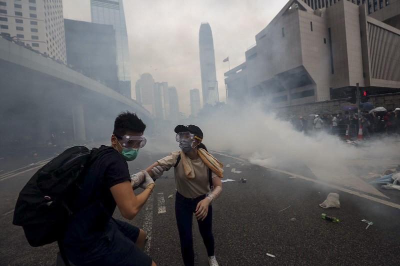 Cảnh sát Hong Kong tuyên bố 'tình trạng bạo động' - ảnh 2