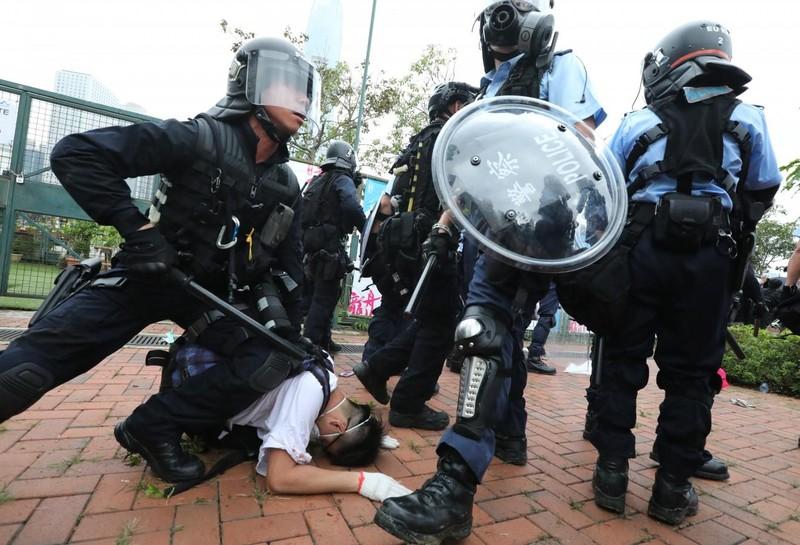 Cảnh sát Hong Kong tuyên bố 'tình trạng bạo động' - ảnh 3
