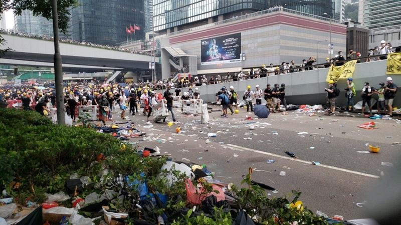 Trung Quốc nói gì về tin đồn đưa quân đội dẹp biểu tình? - ảnh 1