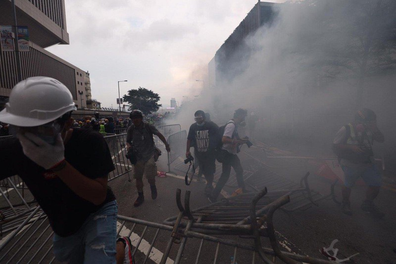 Cảnh sát Hong Kong tuyên bố 'tình trạng bạo động' - ảnh 12