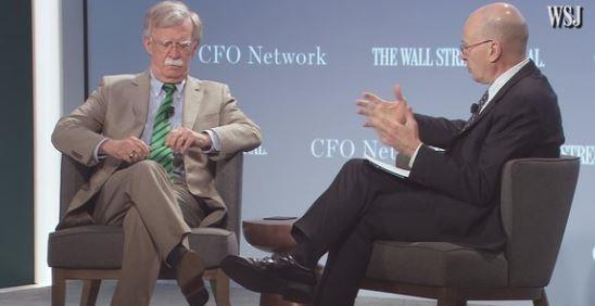 Cố vấn an ninh quốc gia Mỹ John Bolton (trái) trao đổi với nhà báo John Bussey tại một hội nghị thường niên của báo Wall Street Journal tại thủ đô Washington (Mỹ) ngày 11-6. Ảnh: WSJ