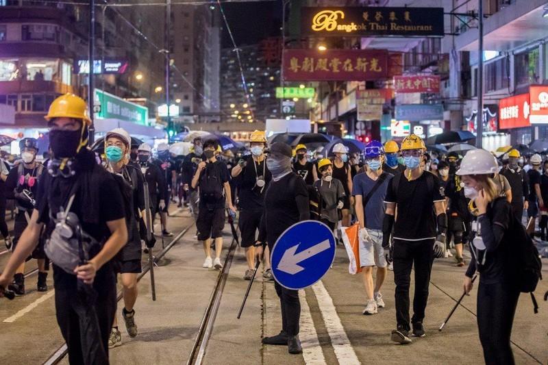 Biểu tình tại Hong Kong đã kéo dài cả 2 tháng. Ảnh: BLOOMBERG