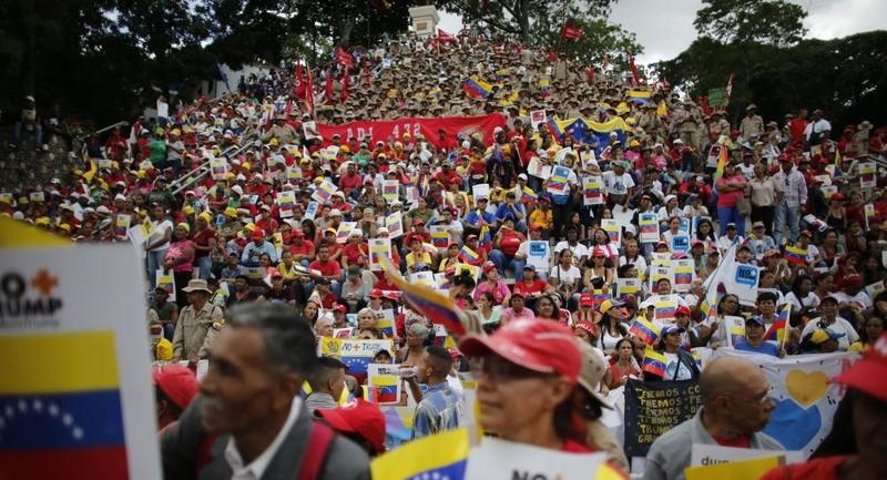 Người dân Venezuela biểu tình phản đối trừng phạt của Mỹ - ảnh 1