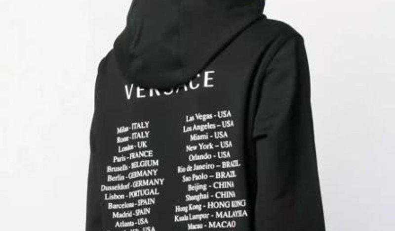 Versace nói đã ngưng bán và hủy mẫu áo này. Ảnh: WEIBO