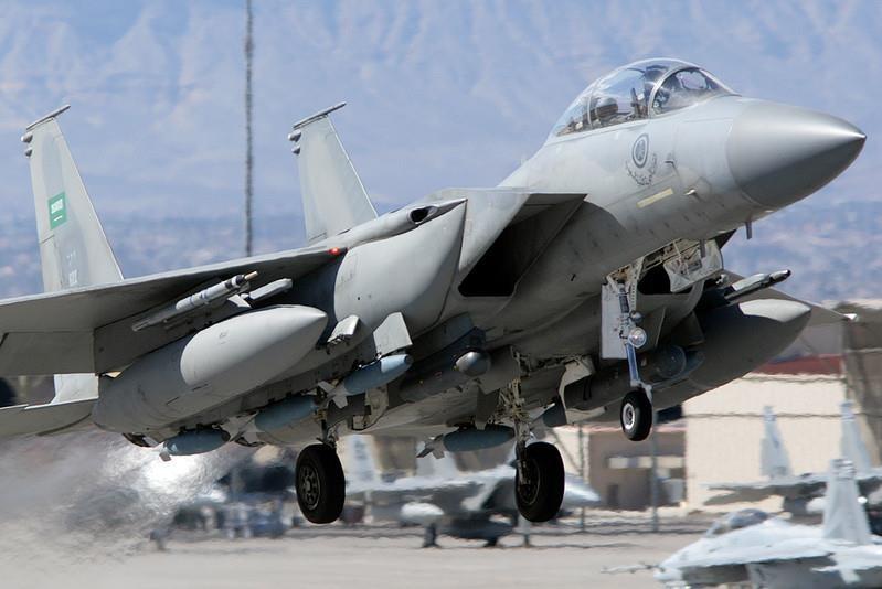 Tiêm kích F-15 do Mỹ sản xuất để bán cho Không quân Saudi Arabia. Saudi Arabia là nước mua nhiều vũ khí Mỹ nhất thế giới. Ảnh: AIR FORCE REVIEW