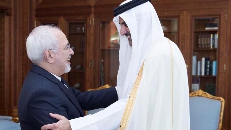 Ngoại trưởng Iran Mohammad Javad Zarif (trái) gặp Ngoại trưởng Qatar Sheikh Tamim bin Hamad Al Thani tại thủ đô Doha của Qatar ngày 12-8. Ảnh: IRAN PRESS