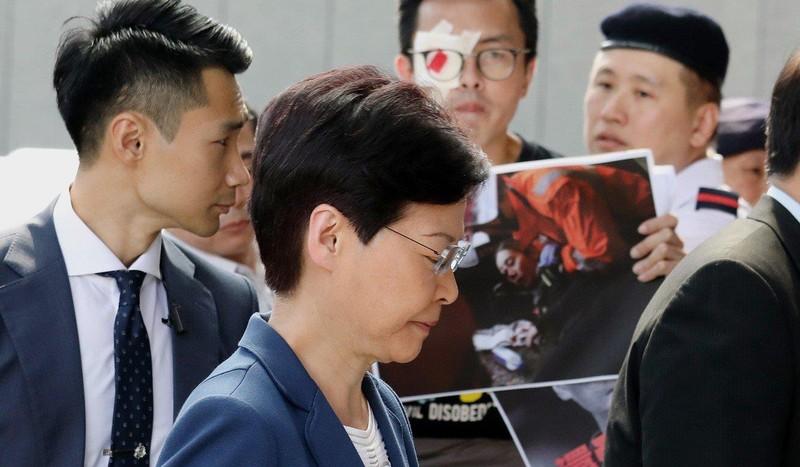 Đặc khu trưởng Hong Kong Lâm Trịnh Nguyệt Nga đề nghị người biểu tình bình tĩnh và đối thoại. Ảnh: SCMP