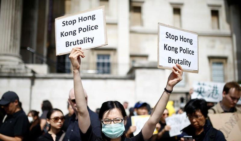 Xuống đường ở London (Anh) ngày 17-8 ủng hộ người biểu tình Hong Kong. Ảnh: REUTERS