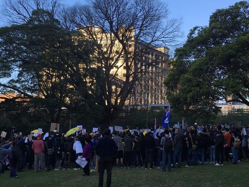 Xuống đường tại Sydney (Úc) ngày 18-8 ủng hộ biểu tình Hong Kong. Ảnh: TWITTER