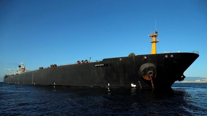 Tàu dầu Adrian Darya 1 vốn là tàu Grace 1 đậu ở eo biển Gibraltar, ngày 18-8. Ảnh: AP
