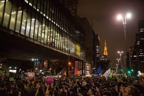 Người dân biểu tình ở Sao Paulo (Brazil) ngày 23-8, yêu cầu chính phủ ra tay dập cháy rừng. Ảnh: BUSINESS INSIDER