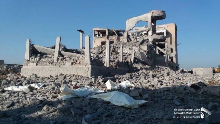 Hiện trường hứng không kích của Saudi Arabia ở TP Dhamar (Yemen) ngày 1-9. Ảnh: SOUTHFRONT