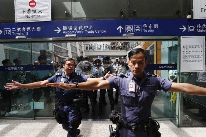 """Tân Hoa xã cảnh báo Trung Quốc sẽ không nhượng bộ cuộc """"cách mạng màu"""" ở Hong Kong. Ảnh: SCMP"""