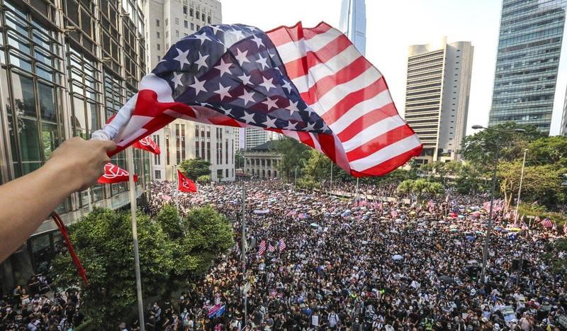 Hong Kong: Người biểu tình kéo đến lãnh sự quán Mỹ nhờ ủng hộ - ảnh 3
