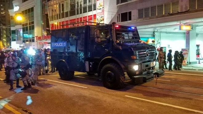 Người biểu tình Hong Kong xung đột người ủng hộ Trung Quốc - ảnh 23