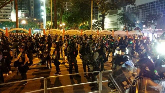 Người biểu tình Hong Kong xung đột người ủng hộ Trung Quốc - ảnh 22