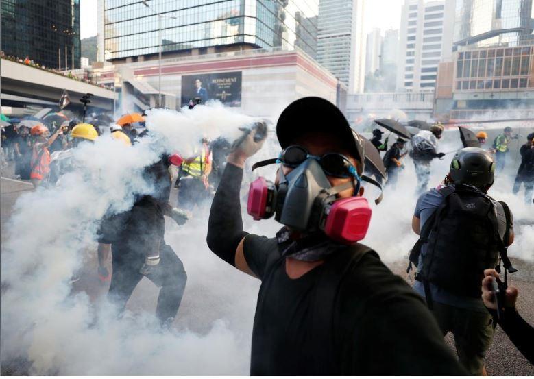 Người biểu tình Hong Kong xung đột người ủng hộ Trung Quốc - ảnh 13