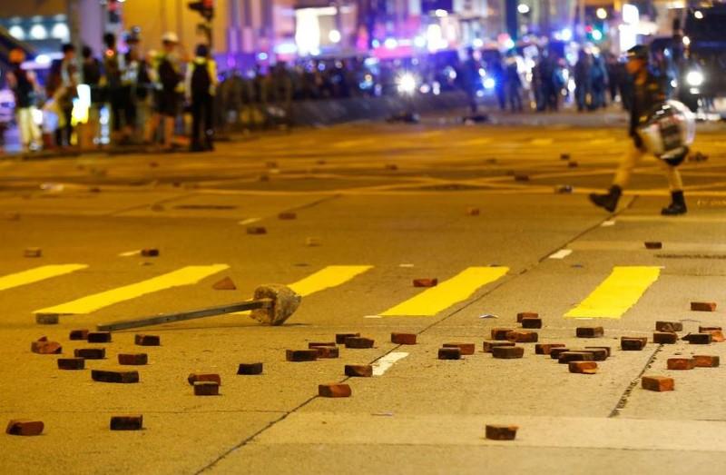 Người biểu tình Hong Kong xung đột người ủng hộ Trung Quốc - ảnh 20