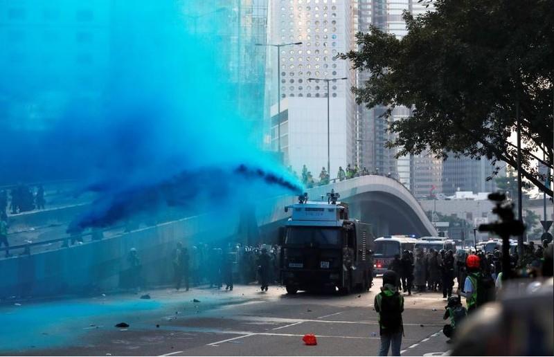 Người biểu tình Hong Kong xung đột người ủng hộ Trung Quốc - ảnh 11