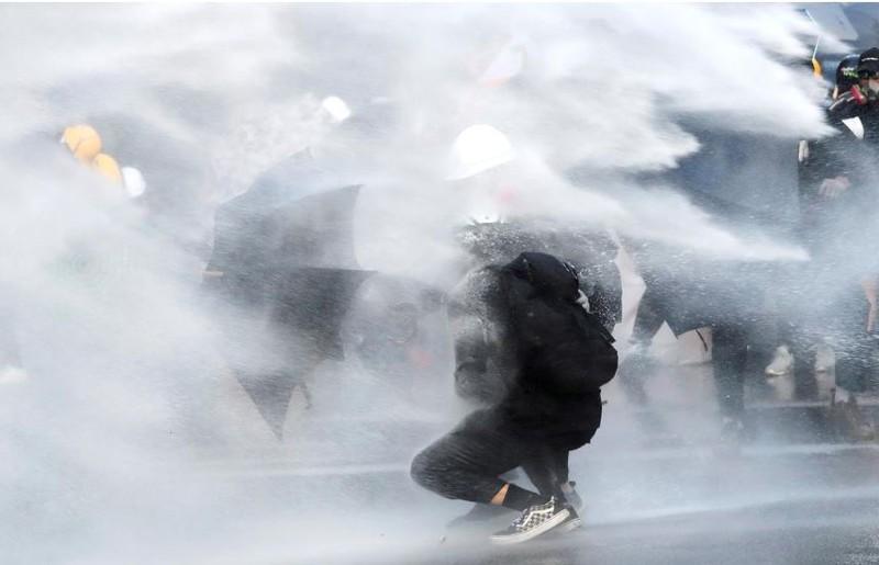 Người biểu tình Hong Kong xung đột người ủng hộ Trung Quốc - ảnh 12
