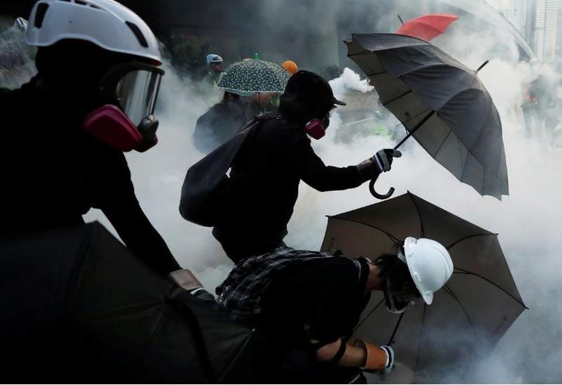 Người biểu tình Hong Kong xung đột người ủng hộ Trung Quốc - ảnh 15