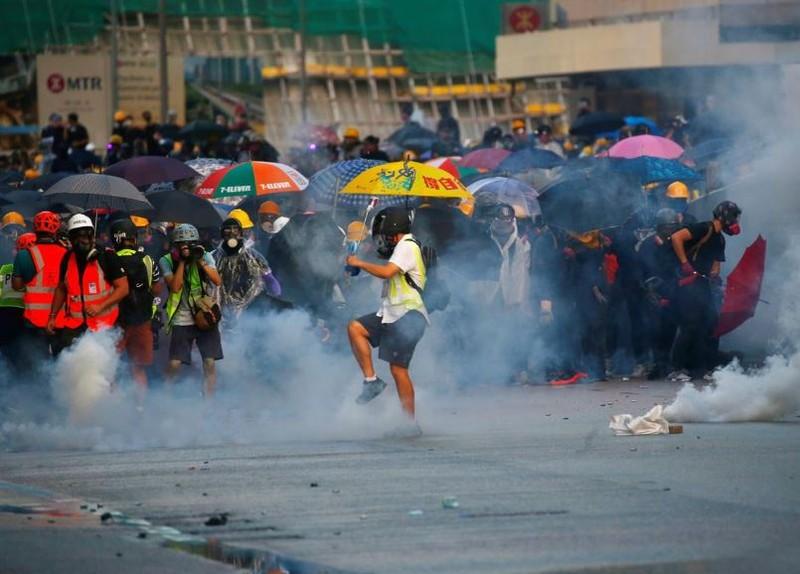 Người biểu tình Hong Kong xung đột người ủng hộ Trung Quốc - ảnh 16