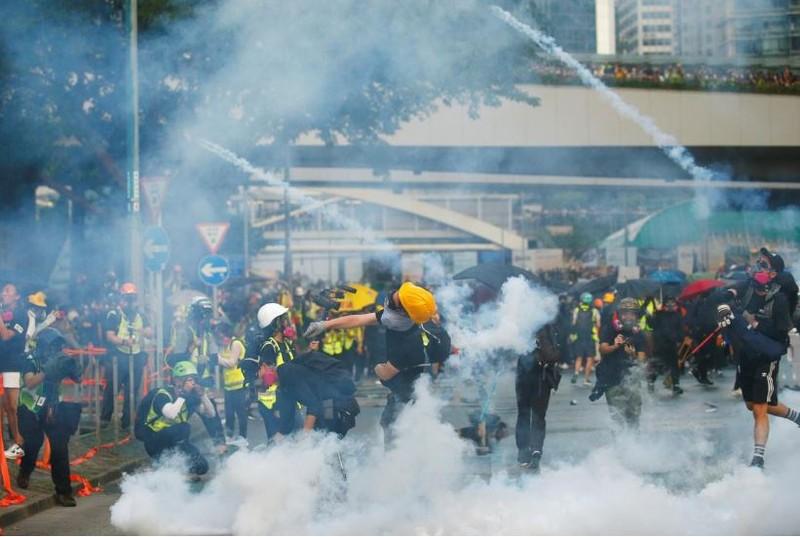 Người biểu tình Hong Kong xung đột người ủng hộ Trung Quốc - ảnh 17