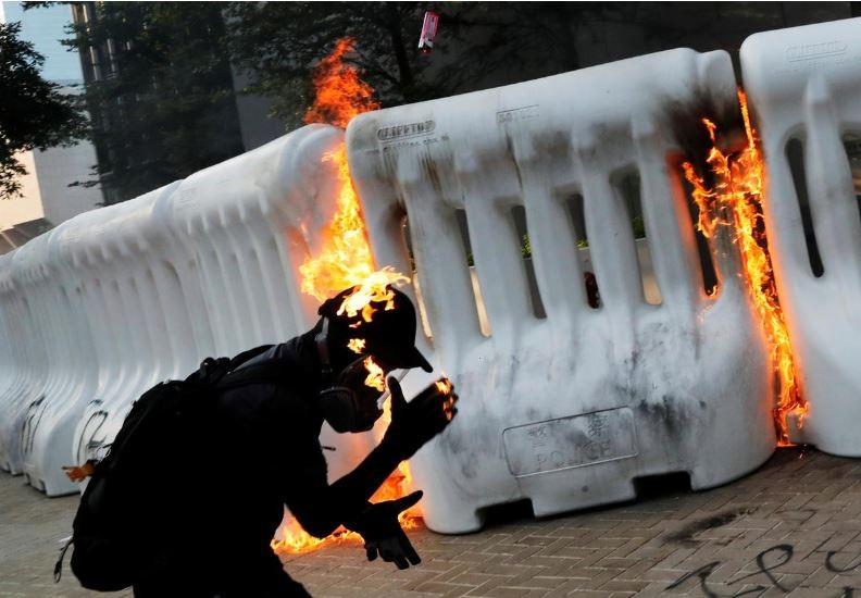 Người biểu tình Hong Kong xung đột người ủng hộ Trung Quốc - ảnh 18