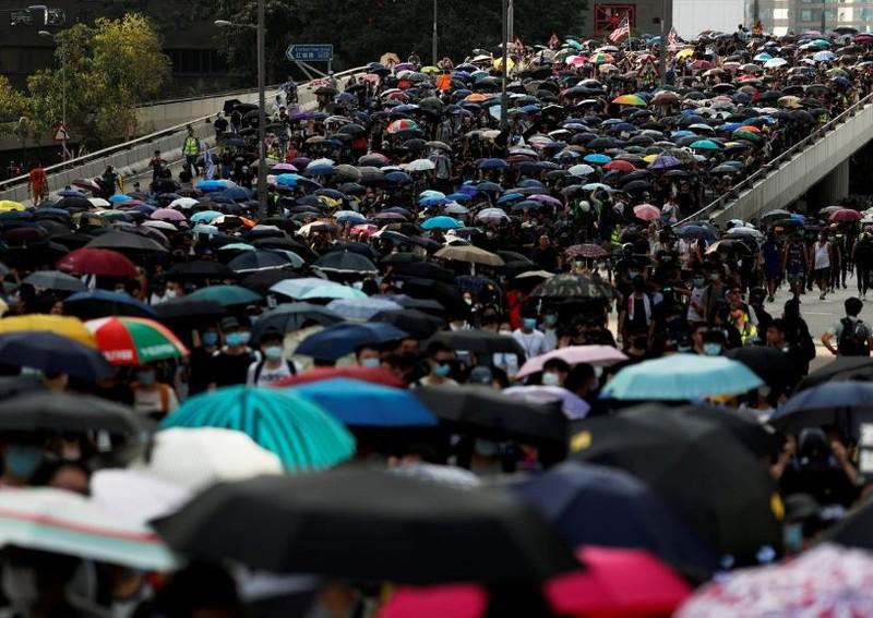 Người biểu tình Hong Kong xung đột người ủng hộ Trung Quốc - ảnh 4