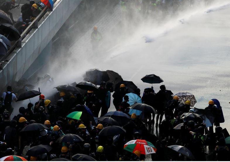 Người biểu tình Hong Kong xung đột người ủng hộ Trung Quốc - ảnh 5