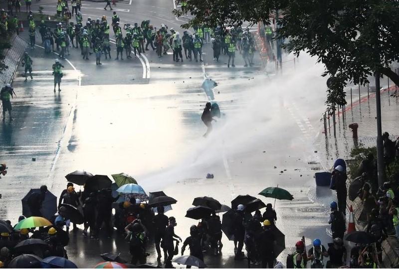 Người biểu tình Hong Kong xung đột người ủng hộ Trung Quốc - ảnh 6