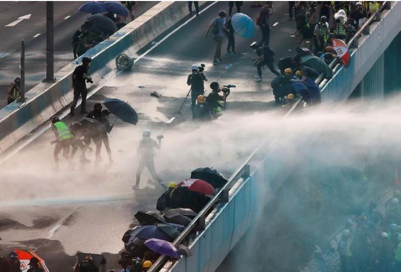Người biểu tình Hong Kong xung đột người ủng hộ Trung Quốc - ảnh 7