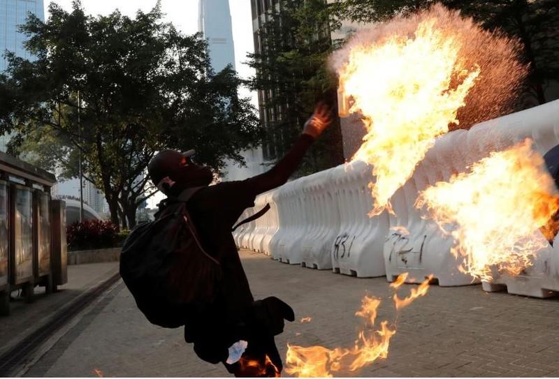 Người biểu tình Hong Kong xung đột người ủng hộ Trung Quốc - ảnh 21