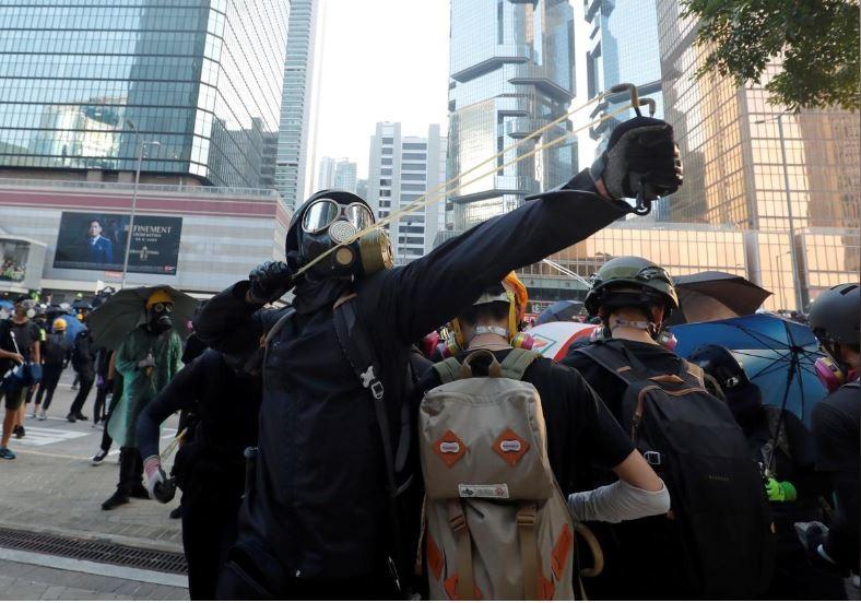 Người biểu tình Hong Kong xung đột người ủng hộ Trung Quốc - ảnh 8
