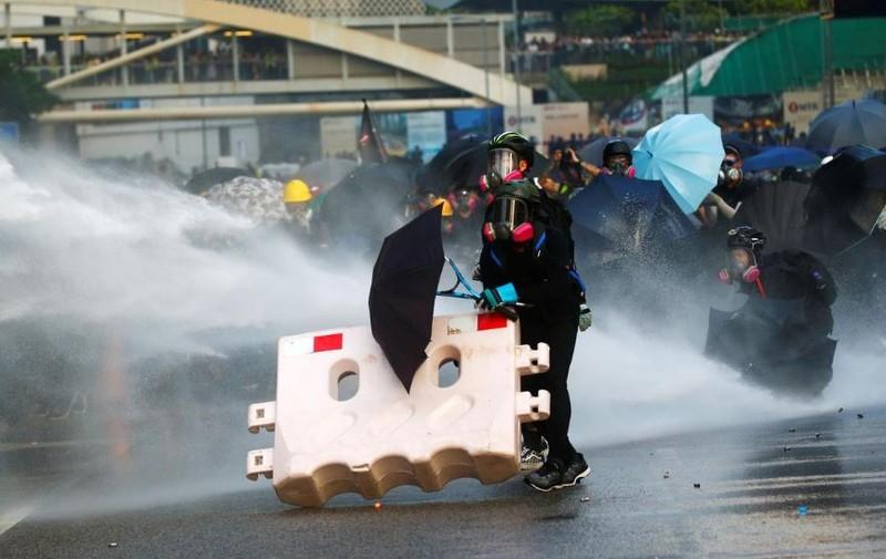 Người biểu tình Hong Kong xung đột người ủng hộ Trung Quốc - ảnh 10