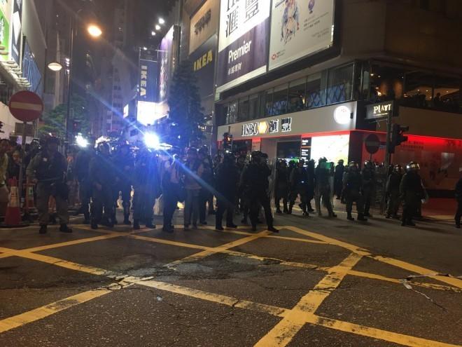Người biểu tình Hong Kong xung đột người ủng hộ Trung Quốc - ảnh 24