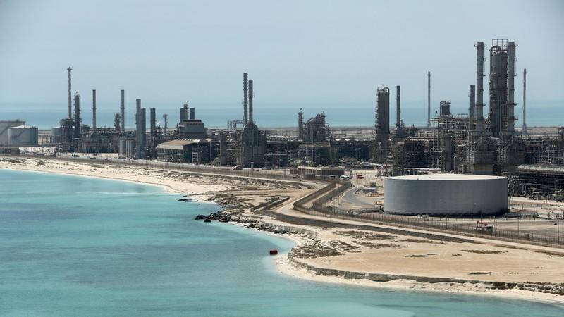 Nhà máy lọc dầu Ras Tanira ở Saudi Arabia. Nước này khẳng định đã khôi phục được sản lượng khai thác dầu bằng mức trước khi hai nhà máy lọc dầu Abqaiq và Khurais bị tấn công. Ảnh: REUTERS