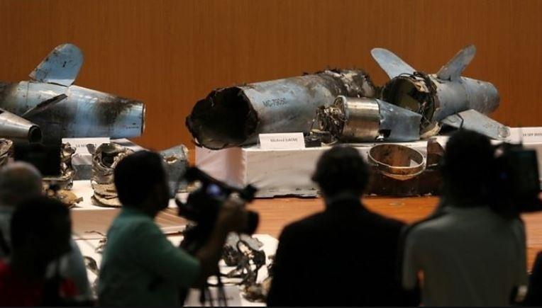 Saudi Arabia công bố các mảnh vỡ mà nước này cho là từ các máy bay không người lái và tên lửa của Iran được sử dụng trong vụ tấn công 2 nhà máy lọc dầu của mình. Ảnh: GETTY IMAGES