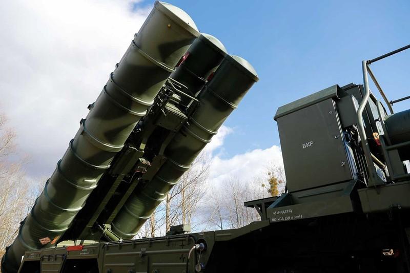 Tên lửa phòng không S-400 của Nga. Ảnh: SPUTNIK