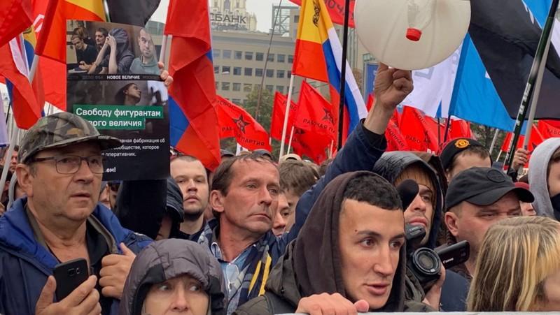 Hơn 25.000 người xuống đường biểu tình ở Moscow ngày 29-0, yêu cầu chính phủ Nga thả những người biểu tình trong các cuộc biểu tình hồi tháng 7. Ảnh: MOSCOW TIMES