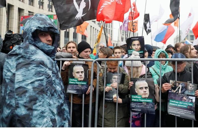 Moscow: 25.000 người xuống đường bất chấp mưa lạnh - ảnh 6