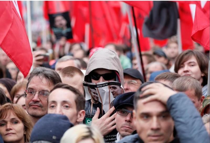 Moscow: 25.000 người xuống đường bất chấp mưa lạnh - ảnh 7