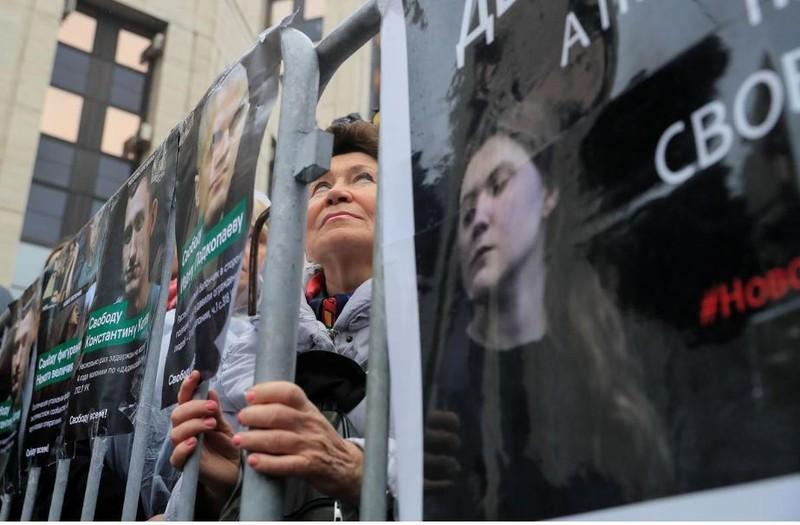 Moscow: 25.000 người xuống đường bất chấp mưa lạnh - ảnh 8