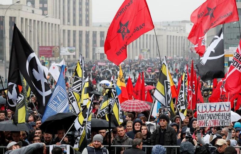 Hơn 25.000 người xuống đường biểu tình ở Moscow ngày 29-0, yêu cầu chính phủ Nga thả những người biểu tình trong các cuộc biểu tình hồi tháng 7. Ảnh: REUTERS