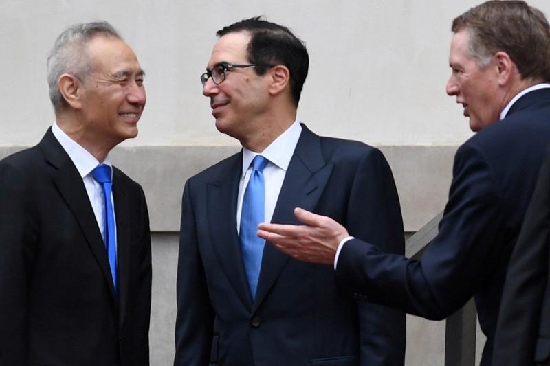 Phó Thủ tướng Trung Quốc Lưu Hạc (trái) sẽ dẫn đầu phái đoàn đàm phán thương mại sang Mỹ đối thoại với phái đoàn Mỹ do Đại diện Thương mại Robert Lighthizer (phải) và Bộ trưởng Tài chính Steven Mnuchin (giữa) dẫn đầu. Ảnh: REUTERS