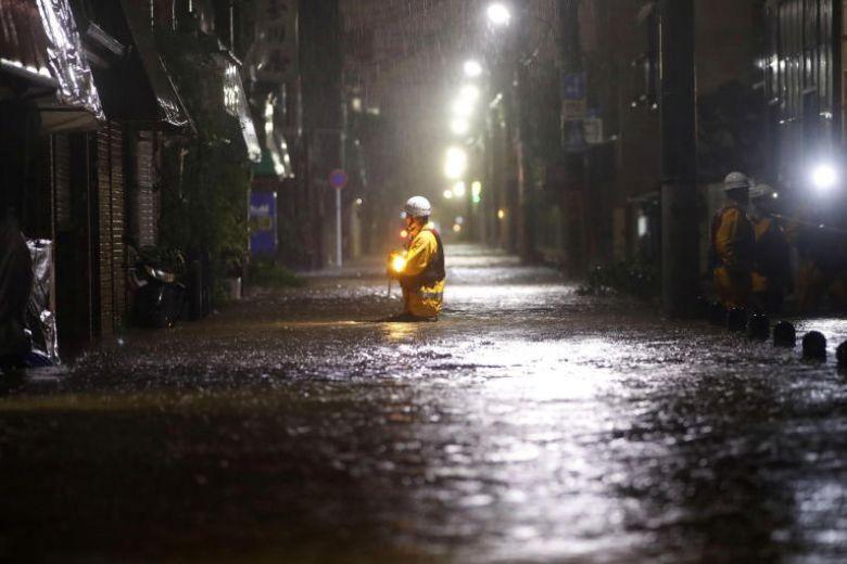 Hình ảnh bão Hagibis tàn phá Nhật trước khi quay ra biển TBD - ảnh 3