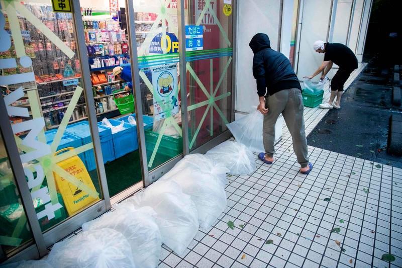 Hình ảnh bão Hagibis tàn phá Nhật trước khi quay ra biển TBD - ảnh 15