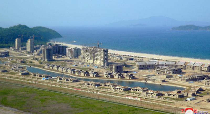 Triều Tiên đang dồn rất nhiều nhân lực, vật lực xây dựng khu Kalma thành một điểm đến du lịch mới hấp dẫn. Ảnh: KCNA