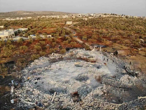 Hiện trường nơi Baghdadi kích nổ bom tự sát khi bị lực lượng đặc nhiệm Mỹ truy đuổi, ở tỉnh Idlib (tây bắc Syria) ngày 26-10. Ảnh: AFP