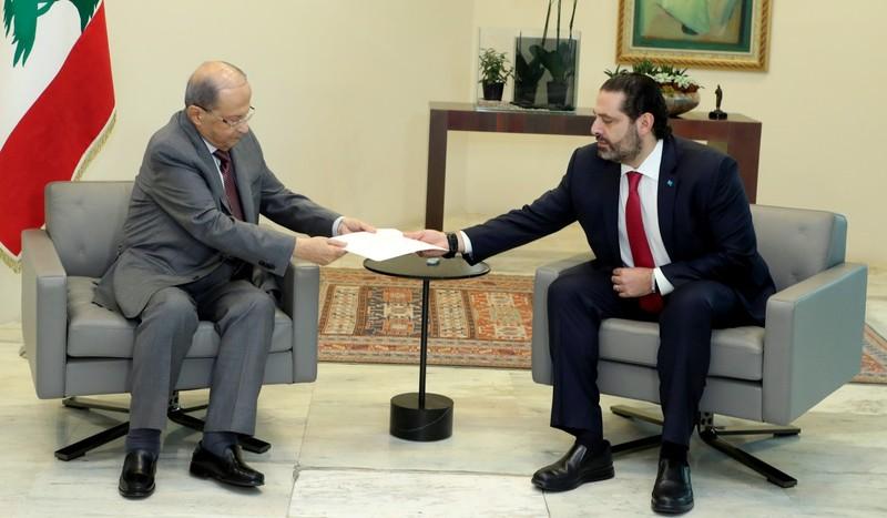 Ông Saad al-Hariri đệ đơn từ chức thủ tướng lên Tổng thống Lebanon Michel Aoun ngày 29-10. Ảnh: REUTERS